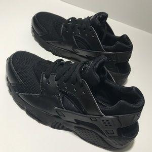 Boys Nike Huarache Run Black 4.5 LIKE NEW